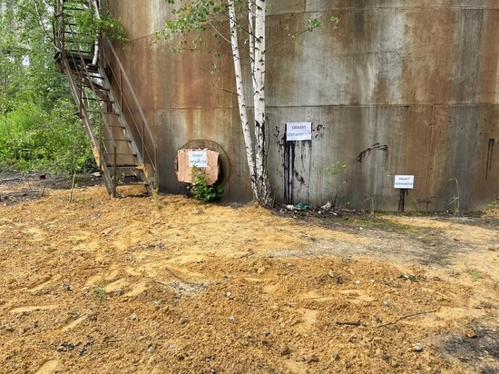 Мазут на Комбайновом заводе в Туле засыпали песком и заклеили скотчем