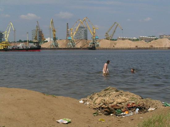 Площадь разлива нефти на Химкинском водохранилище серьезно возросла
