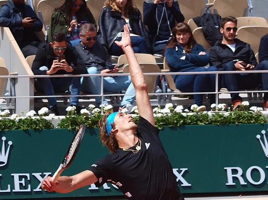 Теннисные турниры продолжают переносить, спортсмены разбегаются из карантина