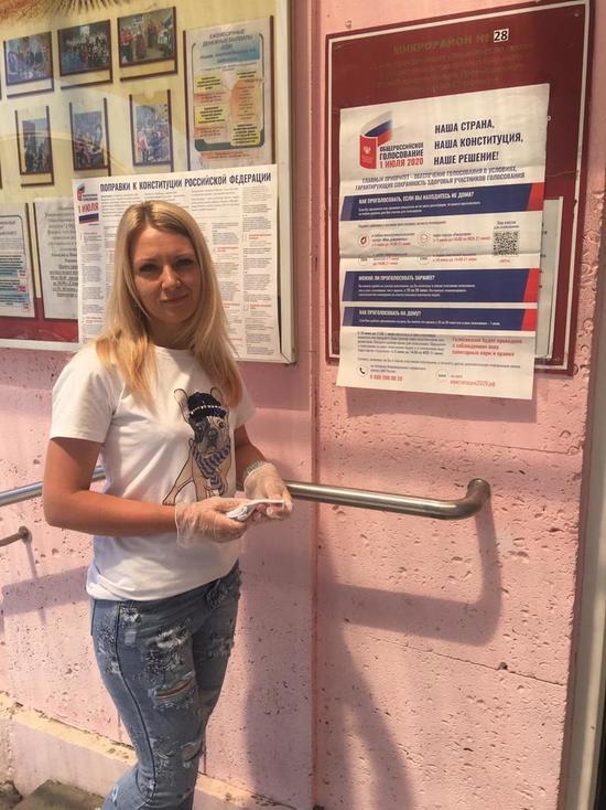 Ставрополье: парикмахер-чемпион мира проголосовала по поправкам в Конституцию