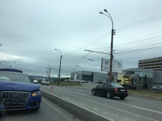 На Кольском проспекте столкнулись четыре автомобиля