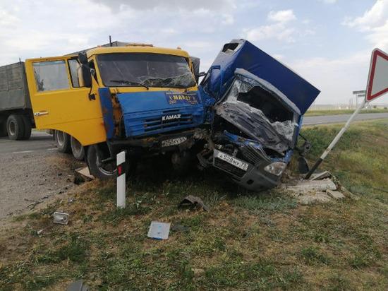 В Ростовской области произошло ДТП с участием двух грузовиков: погиб пассажир