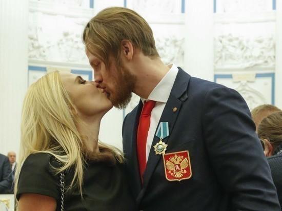 Юрист раскрыл детали развода певицы Пелагеи и хоккеиста Телегина