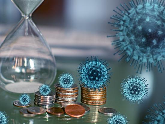 Медики, помогающие больным коронавирусом, будут получать дополнительные выплаты еще два месяца