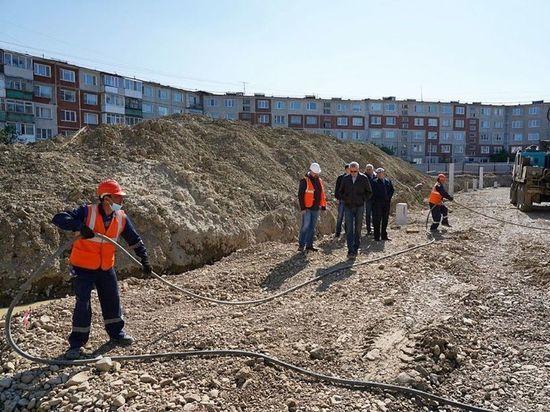 Строительную площадку нового детского сада с бассейном в третьем микрорайоне Магадана посетил губернатор Магаданской области Сергей Носов