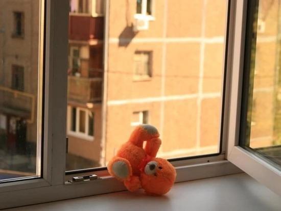 Из окна второго этажа в Братске выпал 2-летний мальчик