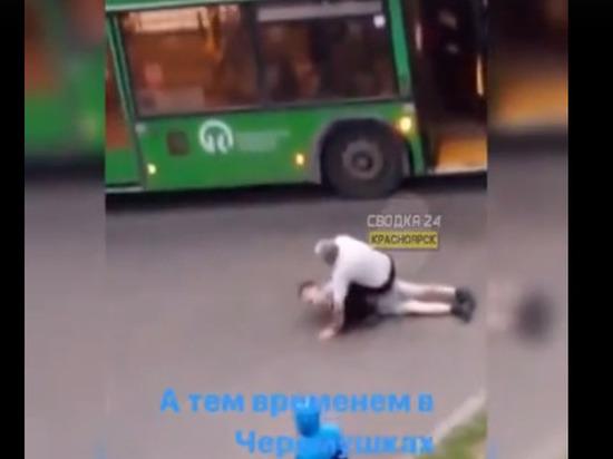 «Давай, ломай»: водитель автобуса в два счета скрутил неадекватного пассажира