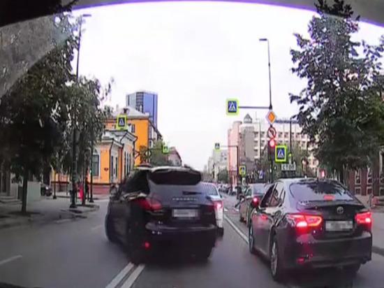 Мажора на «Porsche Cayenne» задержали за езду по встречке на Мира