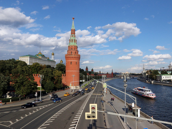 """Кремль объяснил """"растянутое"""" голосование по Конституции"""