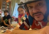 Тимати осчастливил 8-летнего сына Киркорова взрослым подарком