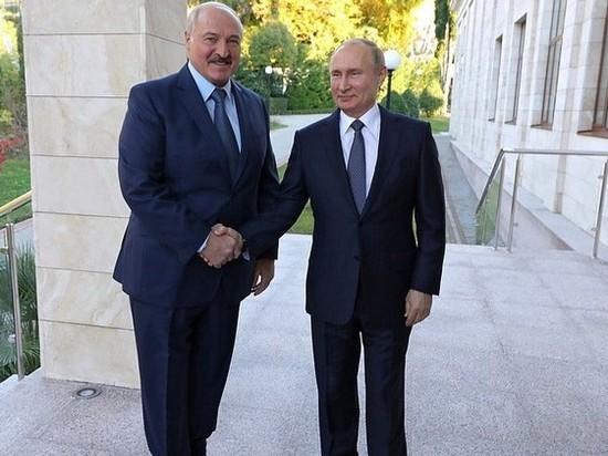 Путин и Лукашенко обнялись на открытии Ржевского мемориала