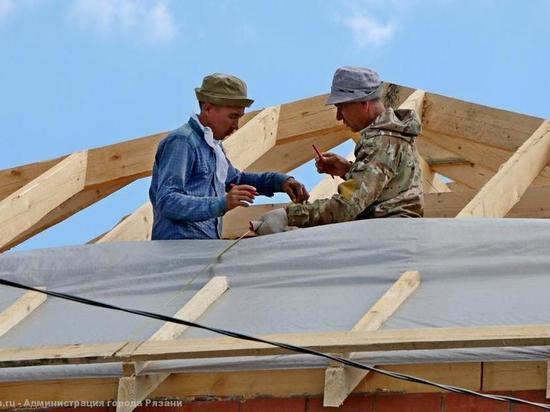 Вице-мэр Рязани проверил восстановление сгоревших домов в Семчине