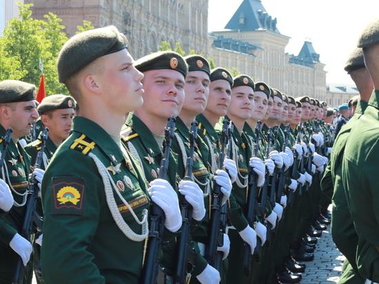 Серпуховские курсанты и офицеры приняли участие в Параде Победы