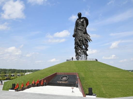 Над Ржевским мемориалом Советскому солдату начала глумиться «Медуза» после выступления Путина