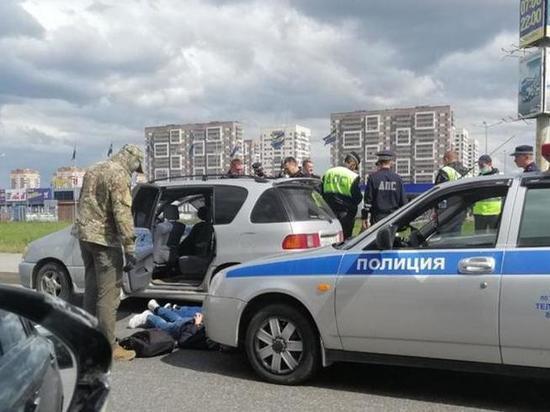 Тюменские силовики провели спецоперацию по задержанию трех неизвестных