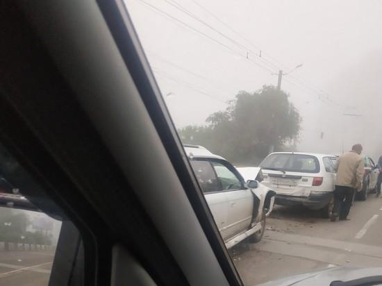 Три автомобиля столкнулись утром в центре Читы