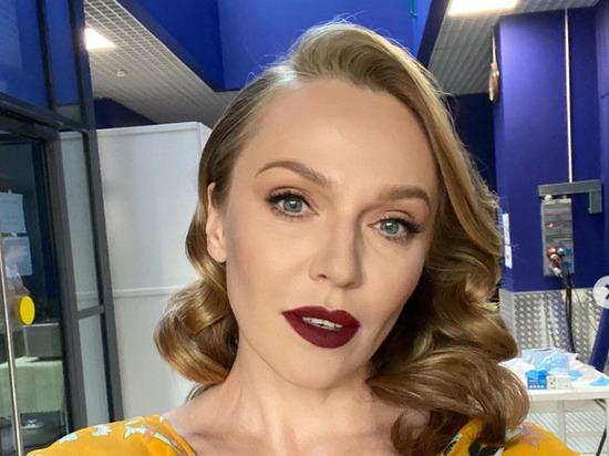 Альбина Джанабаева напугала фанатов снимком без макияжа