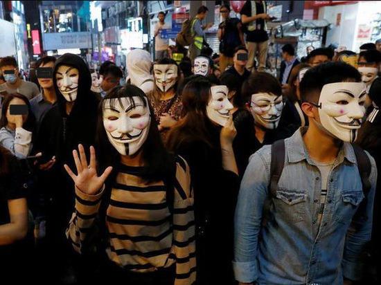 Более 70 протестующих задержала полиция в Гонконге