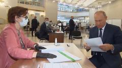 Путину пришлось повозиться с ручкой на голосовании по Конституции