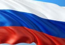 Возле посольства РФ в Киеве сожгли российский флаг
