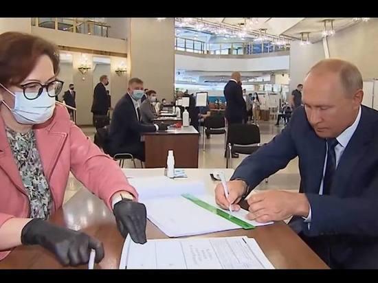 Кремль объяснил причину голосования Путина без маски