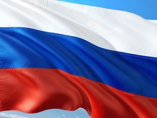Около посольстваРФ вКиеве сожгли русский флаг