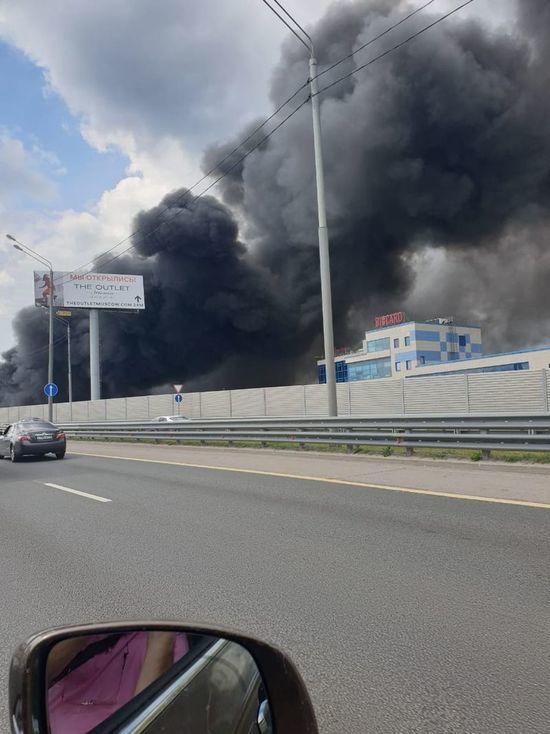 Новорижское шоссе заволокло дымом от пожара