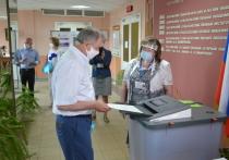 Экс-губернатор Артамонов проголосовал на своем родном участке в Калуге