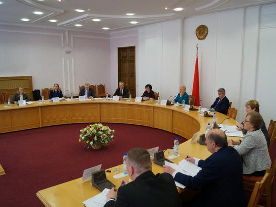 Угодным Лукашенко кандидатам в президенты Белоруссии приписали десятки тысяч подписей