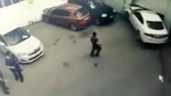 Девушка на «Ягуаре» разгромила автомойку, пытаясь припарковаться: видео