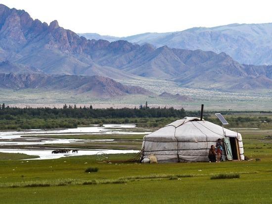 """Вспышка чумы в Монголии глазами шамана: """"Лечат чесноком"""""""