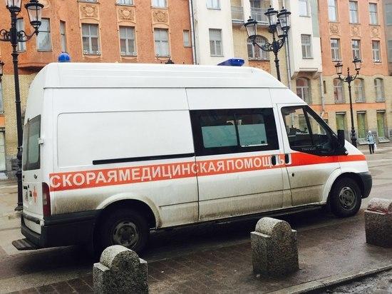 Двух пожилых петербуржцев спасли из горящей квартиры в Петербурге