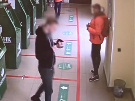 В Оренбурге из банкомата украли деньги
