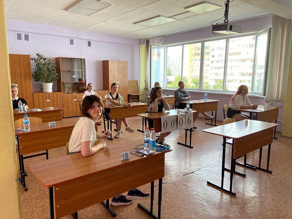 Тульские школьники сдают ЕГЭ по литературе, географии и информатике