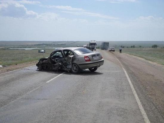 В Калмыкии на федеральной автодороге погибла женщина