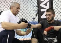 В Москве от осложнений, вызванных коронавирсной инфекцией, скончался Абдулманап Нурмагомедов – отец и тренер российского чемпиона UFC в легком весе Хабиба Нурмагомедова.