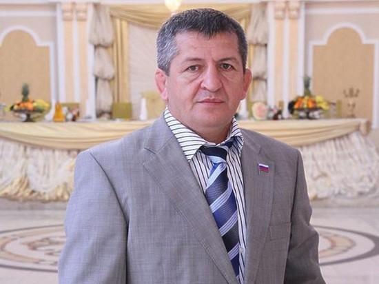 Телеграм-канал Mash сообщает, что причиной смерти спортсмена, тренера Абдулманапа Нурмагомедова, отца бойца Хабиба Нурмагомедова, стал сепсис и кровоизлияние в мозг