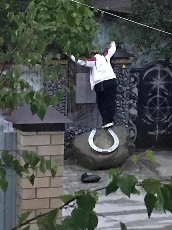 В Ноябрьске мужчина с ножом стучался в дома: полиция начала проверку