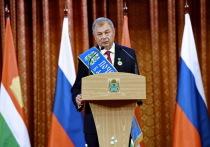 Артамонову вручили знаки отличия Почетного гражданина Калужской области