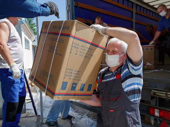 22 тысячи защитных костюмов поступили в распоряжение тульских медиков
