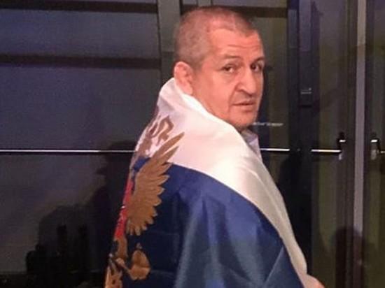 Тело Абдулманапа Нурмагомедова доставили в Дагестан