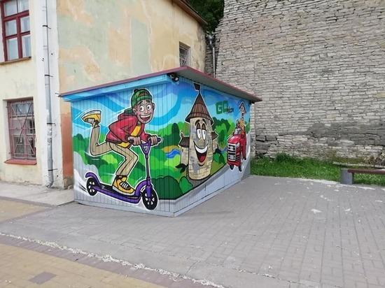 Новое граффити обсуждают в Пскове