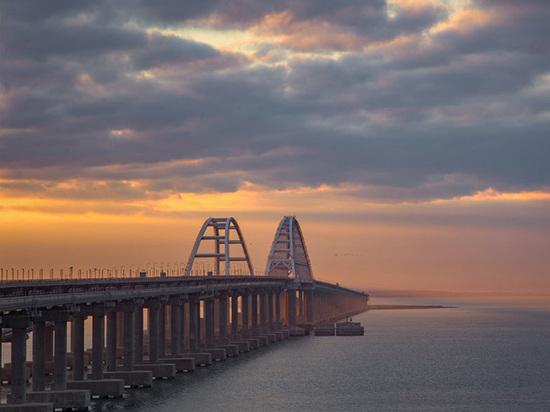 Украина обвинила Россию в нарушении международного права при запуске грузового железнодорожного сообщение по Крымскому мосту