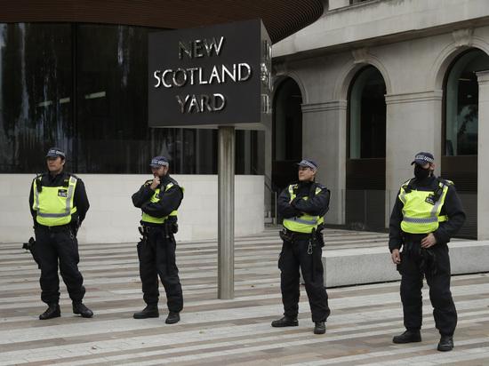 Пытавшиеся разогнать ночную вечеринку лондонские полицейские получили ранения