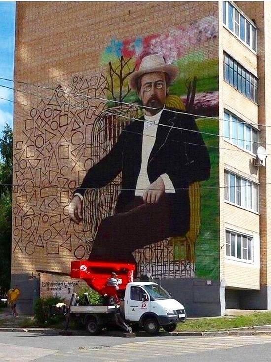 Огромный портрет писателя украсит дом в Чехове