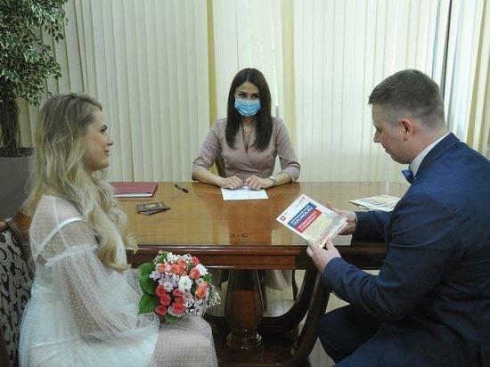 Особенности посткоронавирусной свадьбы: «Обмениваясь кольцами, перчатки можно снять»