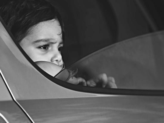 В Белгороде годовалого ребенка закрыли в машине на жаре
