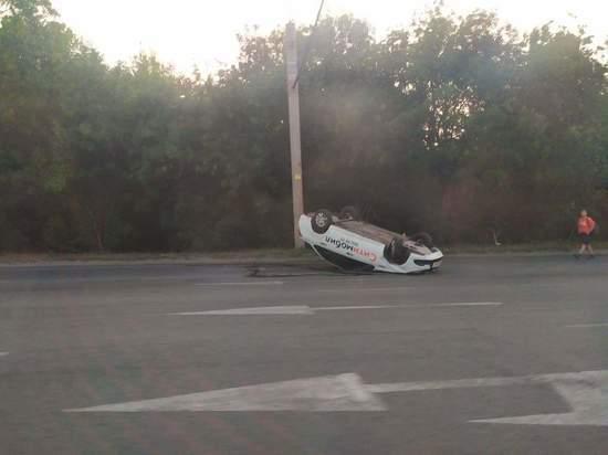 В Челябинске опрокинулось такси