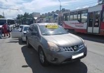 Что бывает, если водитель троллейбуса отвлекся: авария в Новосибирске