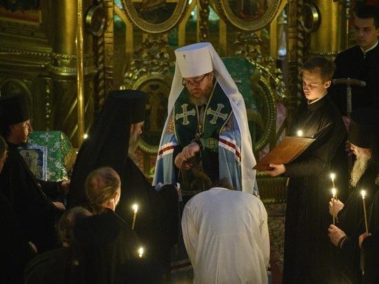 Митрополит Тихон провел монашеский постриг в Псково-Печерском монастыре